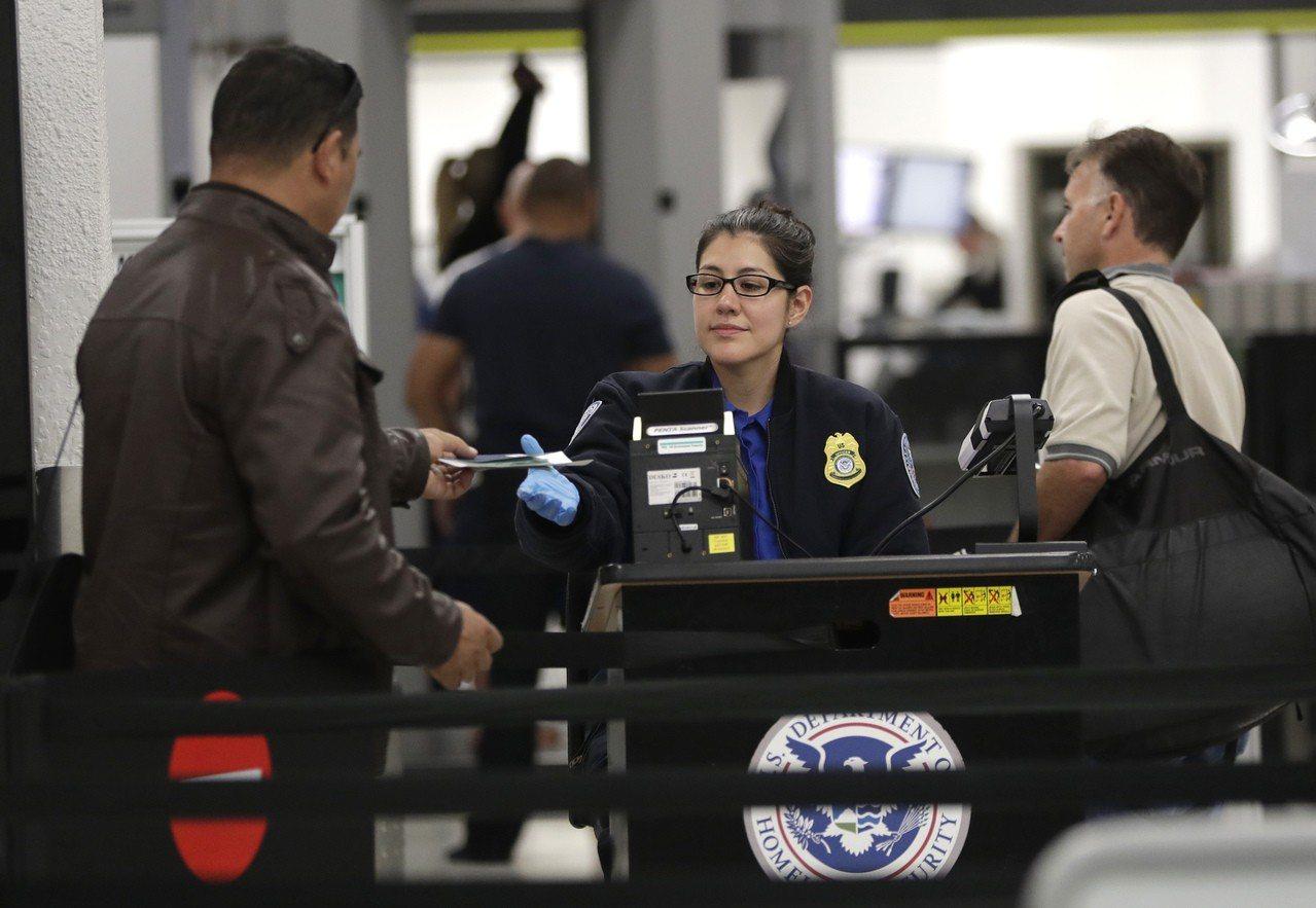 安檢員拒絕無薪工作,機場可能混亂 美聯社