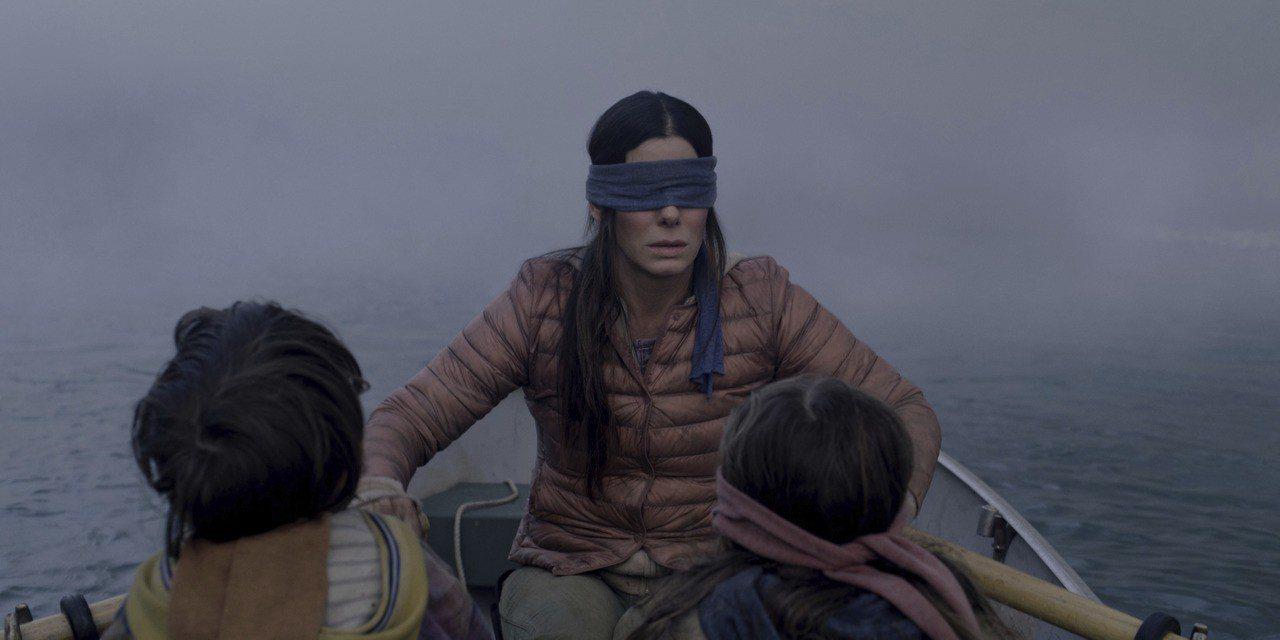 影后珊卓布拉克主演的驚悚電影「蒙上你的眼」引發蒙眼模仿潮。 美聯社