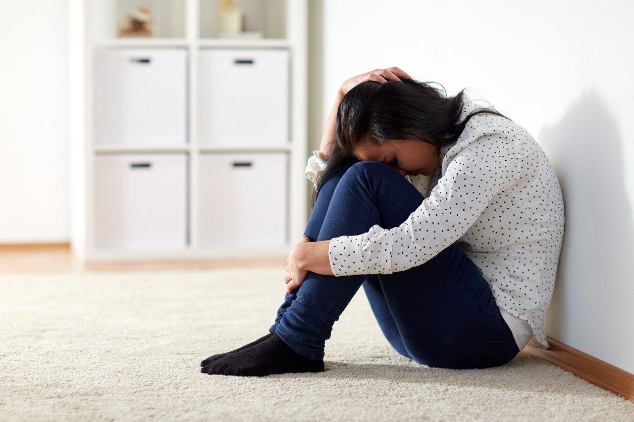 一名男子竟在自己再婚的洞房夜裡性侵自己女兒,事後還辯稱以為是自己再婚老婆。 圖/...