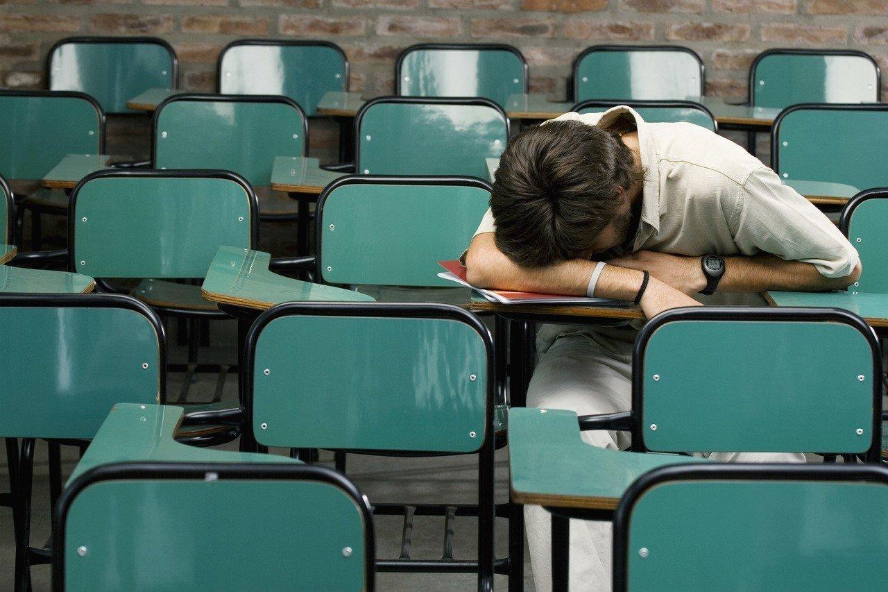 你也遇過學霸男嗎?上課睡覺、看窗外、不抄筆記,考試的分數卻又是比別人好。 圖/i...