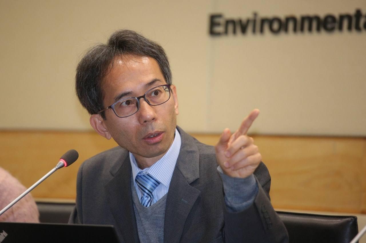 何德賢解釋,臭氧是區域性污染物,由氮氧化物及揮發性有機化合物在陽光下經化學反應在...