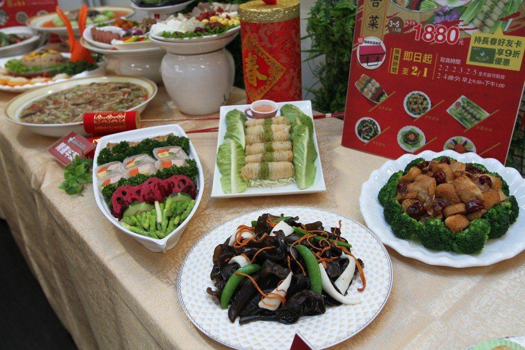 長春健康素食推出兩款外帶年菜組合,敬祖合菜組約三至五人份、共1880元,開運年菜...