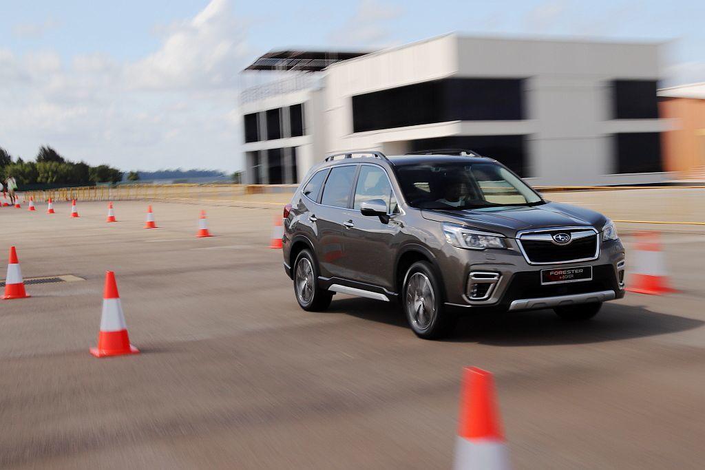 縱使Subaru Forester e-BOXER依舊以十分線性的輸出拉抬車速,...
