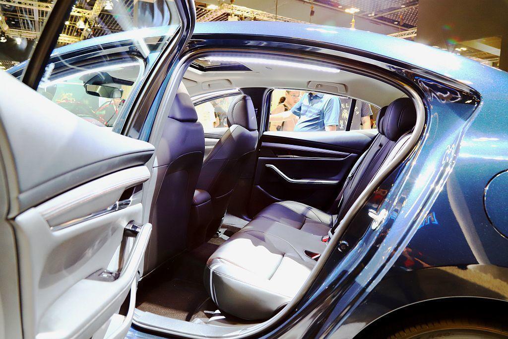 最被多人討論的新Mazda3後座空間,看到實車之後已經確定有比現行款寬裕許多。 記者張振群/攝影