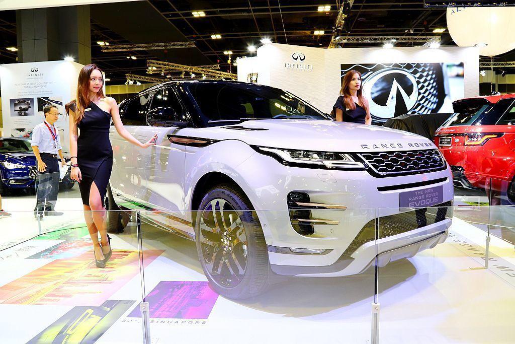 第二代Land Rover Range Rover Evoque無預警現身新加坡車展外,實車還是左駕車型設定。 記者張振群/攝影