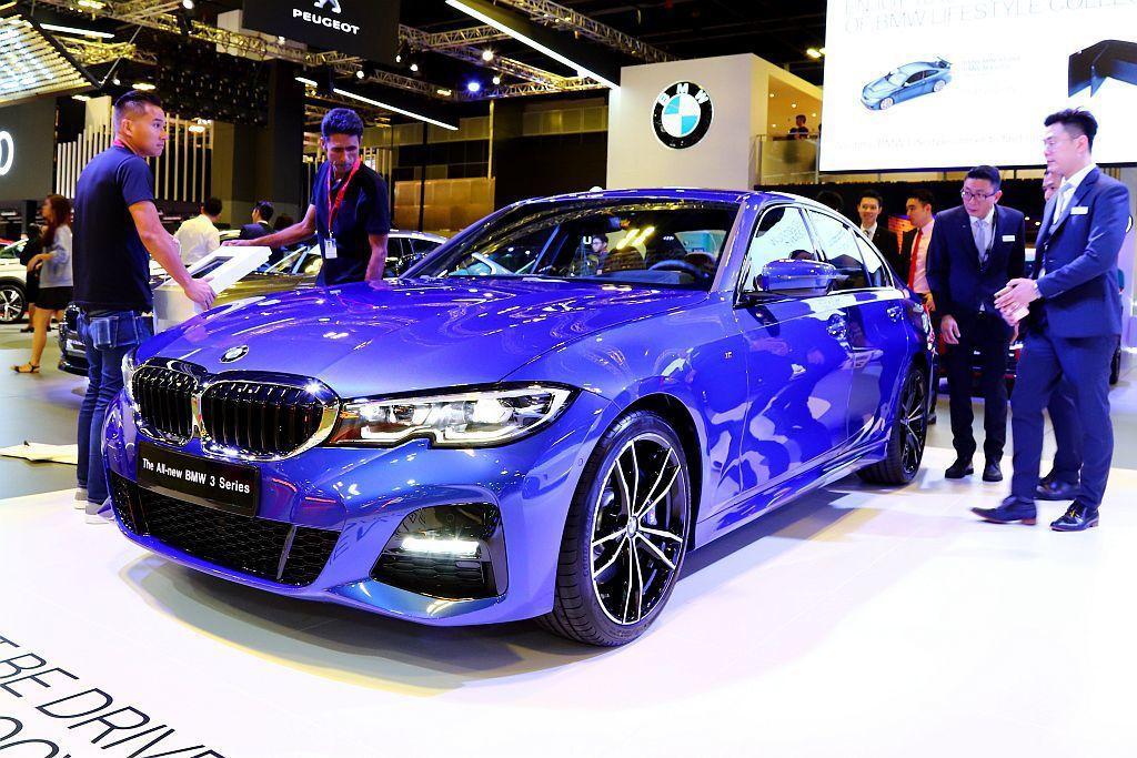全新第七代BMW 3-Series外型跑格更為強烈,展出車型還是330i M Sport版本。 記者張振群/攝影