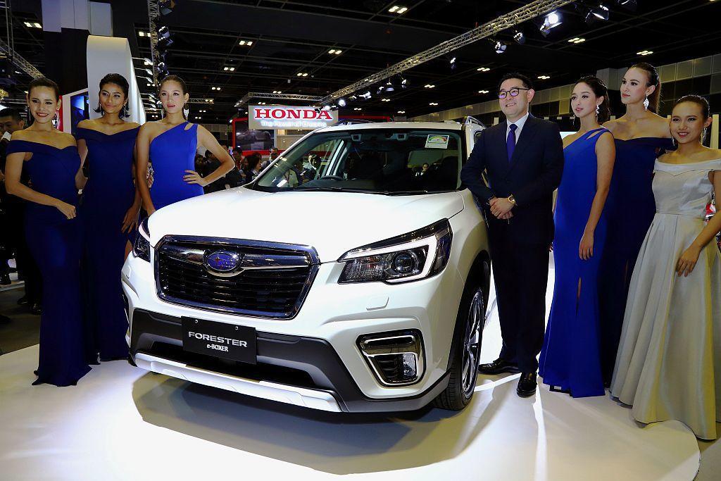 今年新加坡車展首發的日系或歐系新車,許多都會在今年登台販售。 記者張振群/攝影