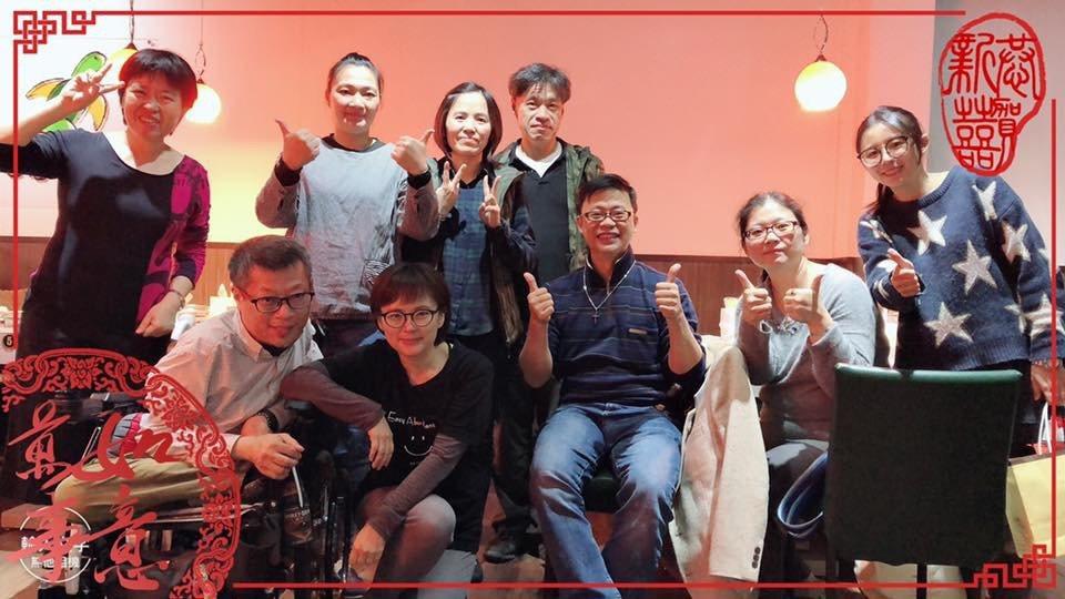 亀覓鍋物老闆娘林敏華(左三)