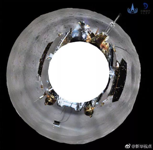 月球背面全景圖由著陸器頭頂相機旋轉四周拍攝80多張照片再拼接而成。(新華社)