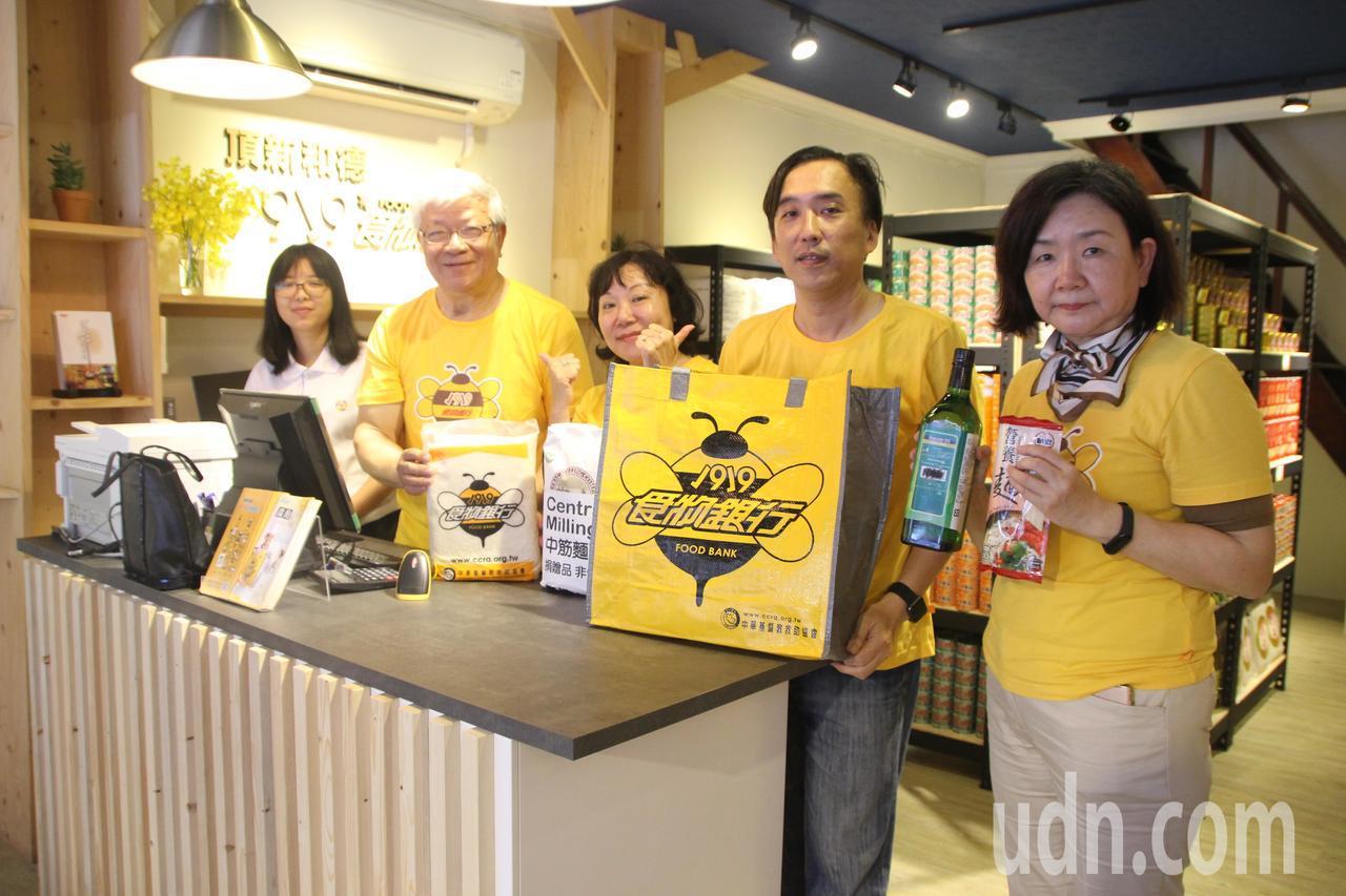 頂新和德文教基金會與1919食物銀行合作在永靖鄉成立店面。記者林敬家/攝影