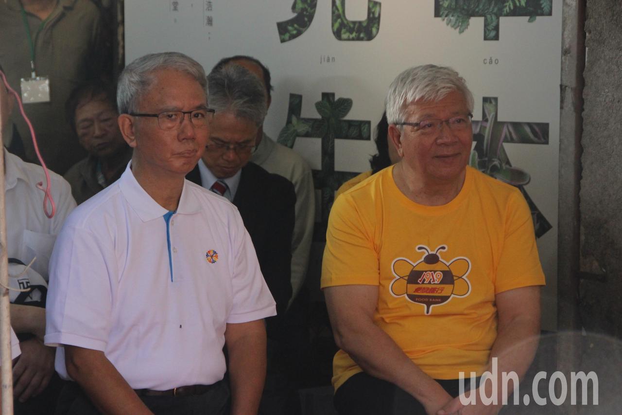 頂新和德基金會董事長魏應充(左)今天回到永靖老家。記者林敬家/攝影