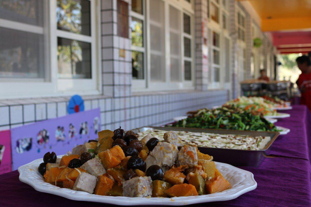 校慶餐點以高山食材展現在地特色。圖/仁和國小提供