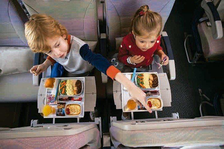 阿聯酋航空機上備有專為兒童設計的機上餐點。圖/阿聯酋航空提供