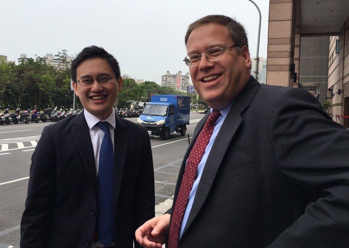 趙怡翔(左)針對外派似不符程序爭議,在臉書發表長達2千多字的文章釋疑,並澄清外派...