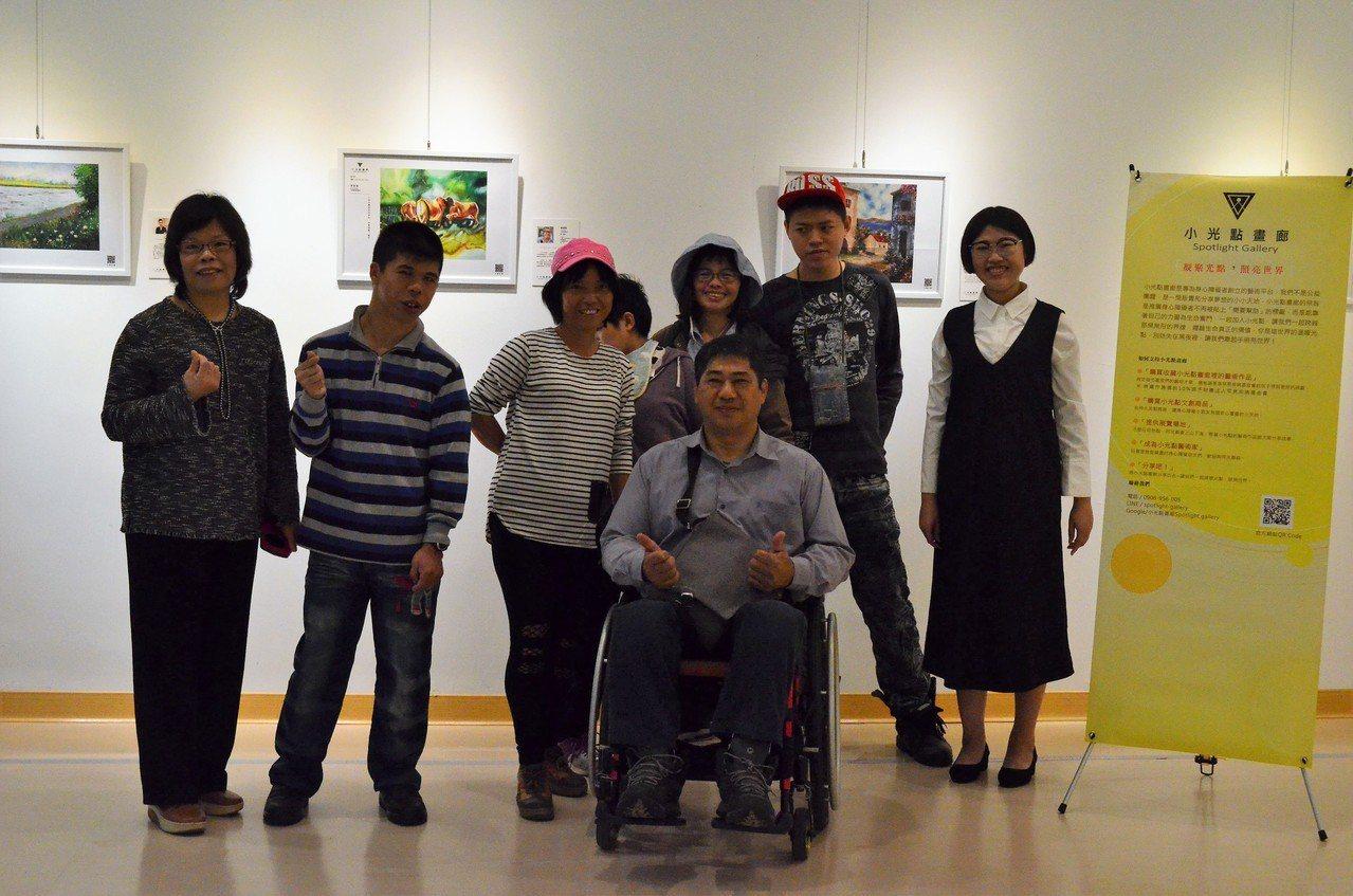 全台首個為身障畫家打造的線上藝廊「小光點畫廊」,今天在雲林縣政府文化處舉辦「突破...