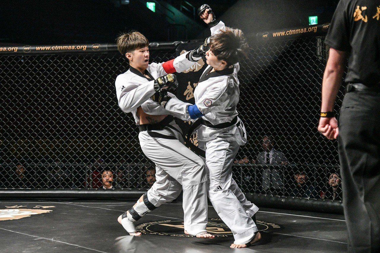 鄭喬心(左)首度參賽,直呼比賽爽度提升更多。圖/大會提供