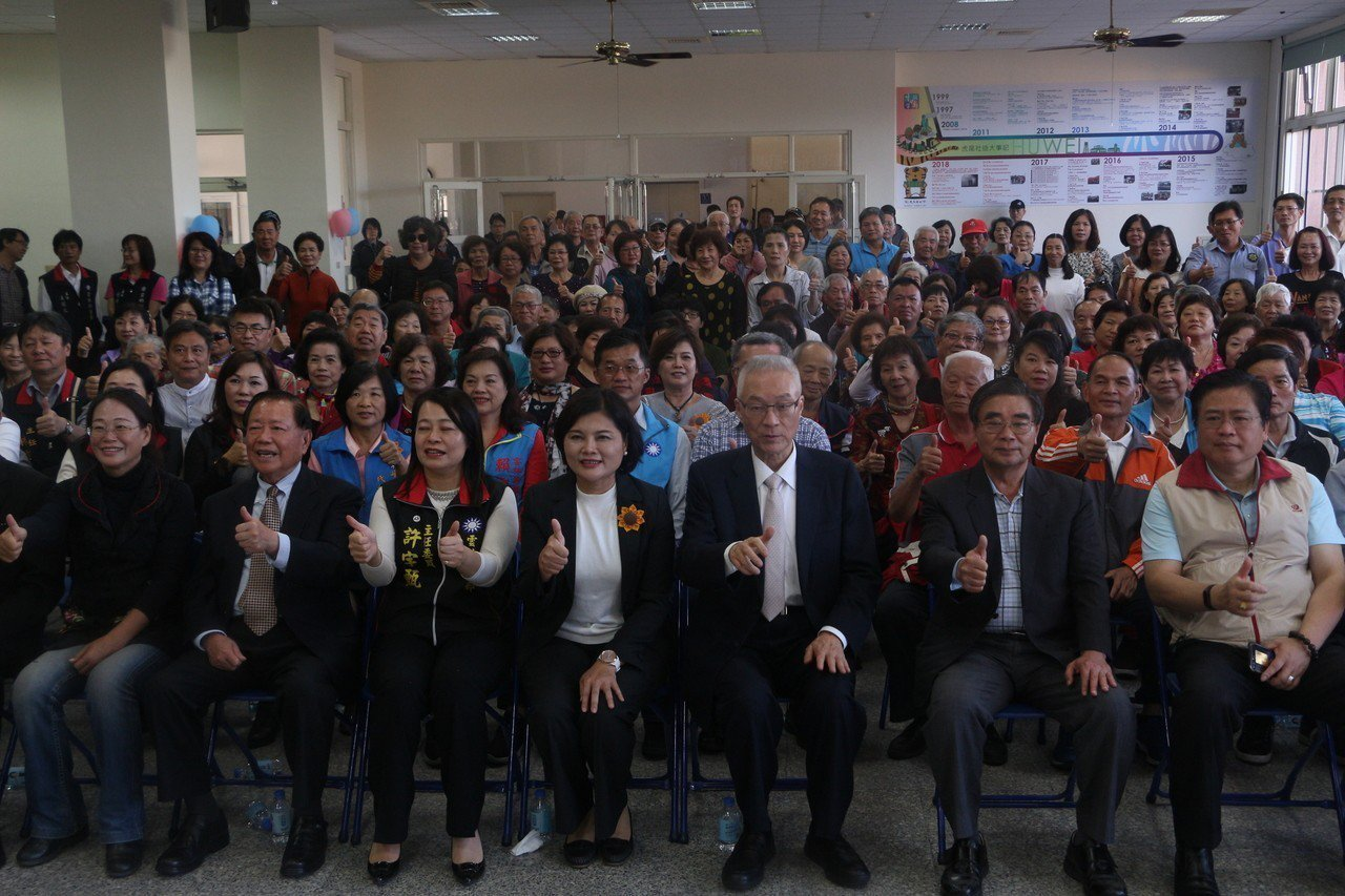 國民黨主席吳敦義今南下雲林,參加由黨部舉辦的五合一選舉感恩茶會,被媒體問及202...