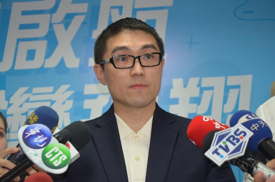 曾任3屆立委的謝國樑,曾是立院最年輕立委,年輕帥氣又有型,被媒體封為「師奶殺手」...