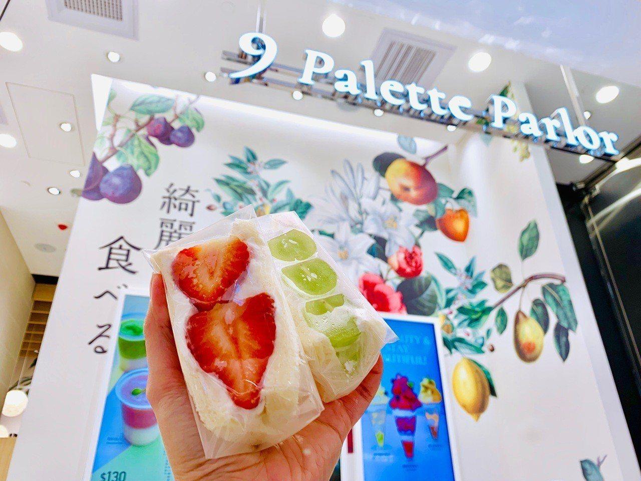 甘王草莓三明治(左),售價160元;麝香葡萄三明治(右),售價170元。記者張芳...