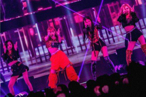 韓國女團BLACKPINK正賣力在泰國進行巡演,她們人出道近3年,每首單曲都話題性十足,今年推出的全新單曲「Ddu-Du Ddu-Du」同樣是洗腦神曲,挾帶這股高人氣,BLACKPINK 3月的世界...
