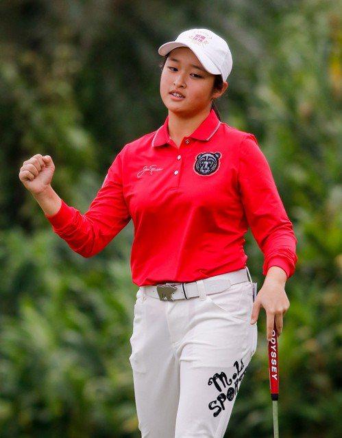 「最強國中生」吳佳晏以2桿之差緊追在後。圖/日立慈善盃提供