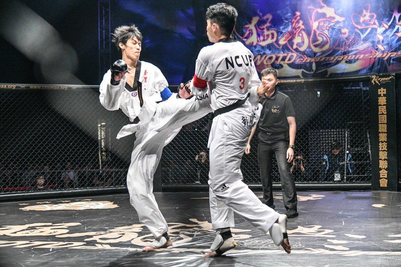 台體大劉威廷(左)迎戰彰師大楊宗燁。圖/大會提供