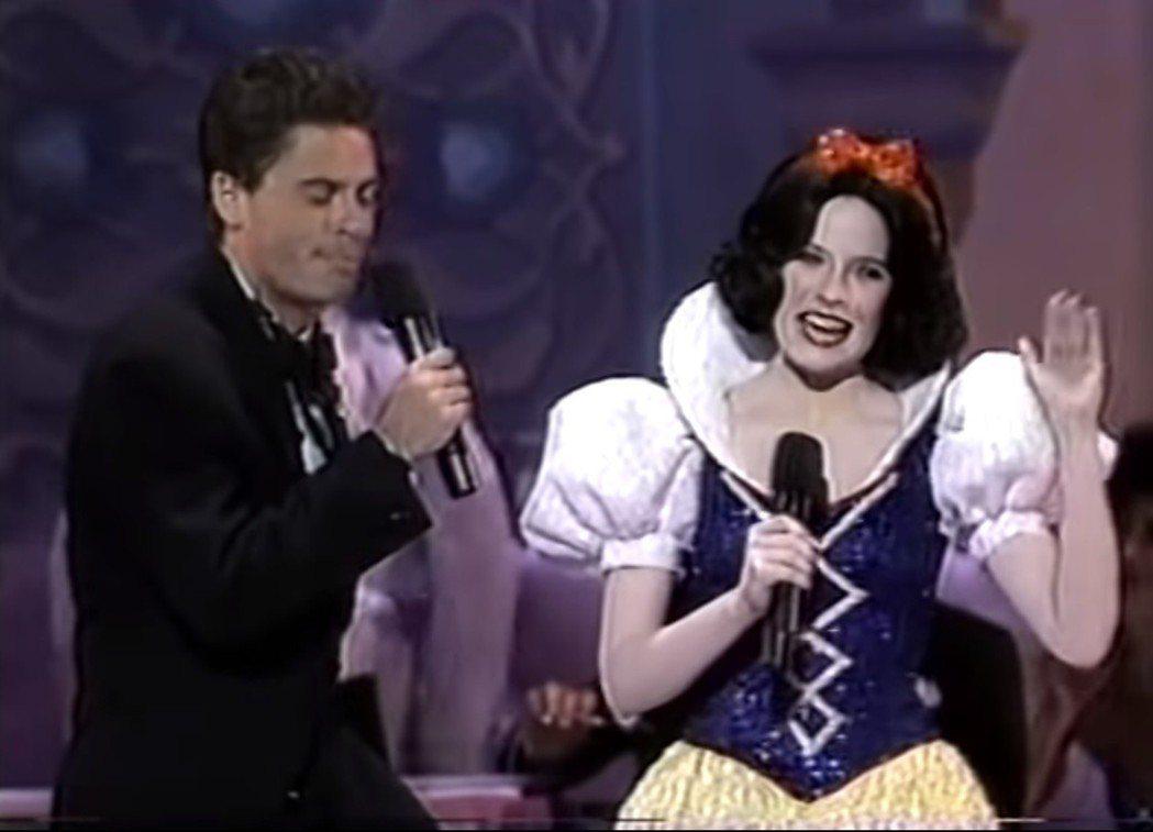 30年前奧斯卡頒獎典禮沒有主持人,由11分鐘歌舞表演開場,被奚落是奧斯卡史上的大...