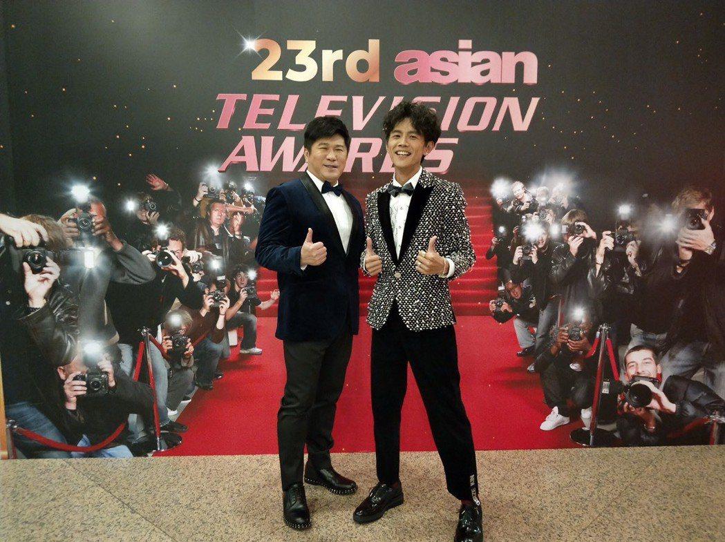 胡瓜、阿翔出席馬來西亞亞洲電視大獎典禮。圖/民視提供