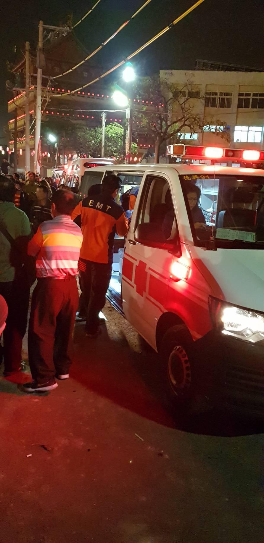 北極殿過火20多人受傷送醫。圖/記者周宗禎翻攝