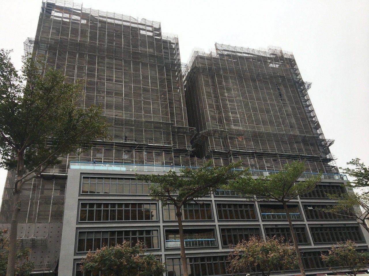 桃園市第一間社會住宅中路二號即將完工,市府將於2月20日起受理入住申請,預計9月...