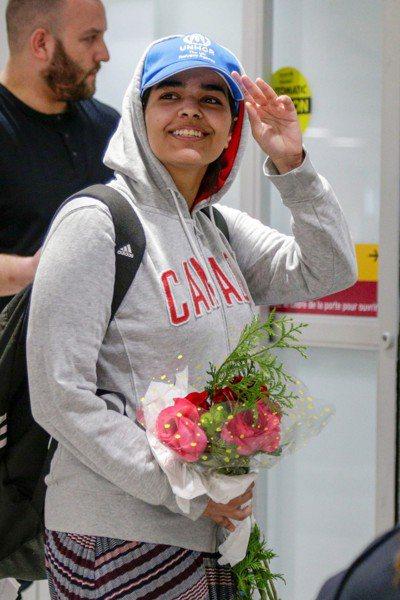 沙國少女奎農成功於十二日抵達加拿大多倫多國際機場,也正式獲得難民身分。(路透)