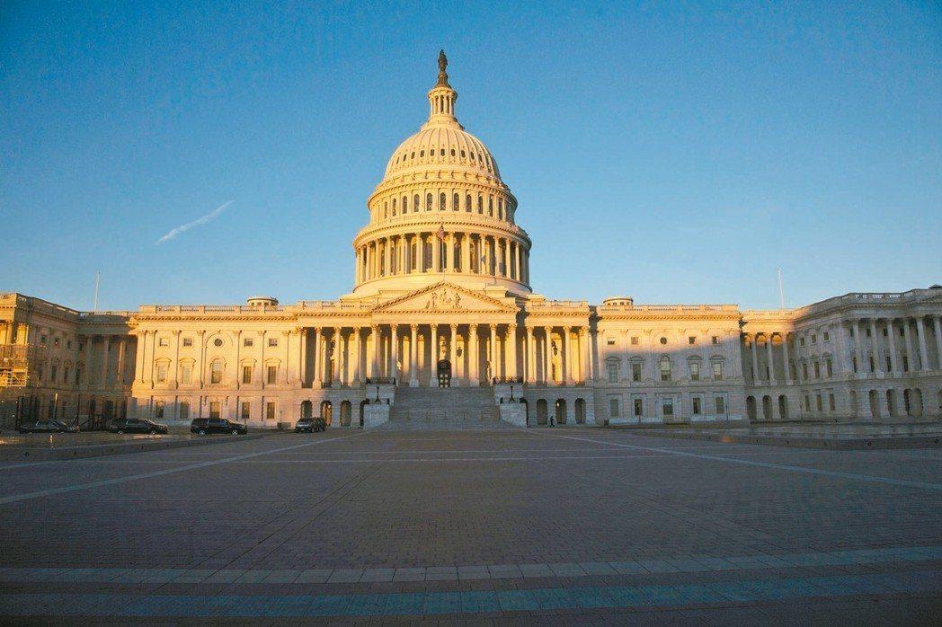 美國政府關門12日進入第22天,正式改寫1995-96年停擺21天的最久紀錄。 ...