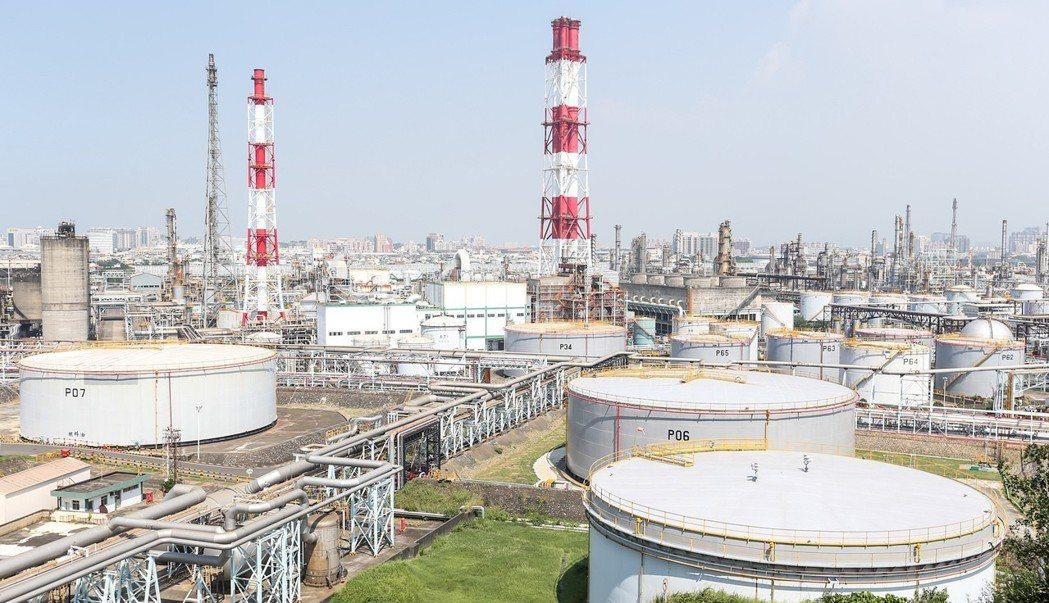 中油高雄煉油廠。 報系資料照片