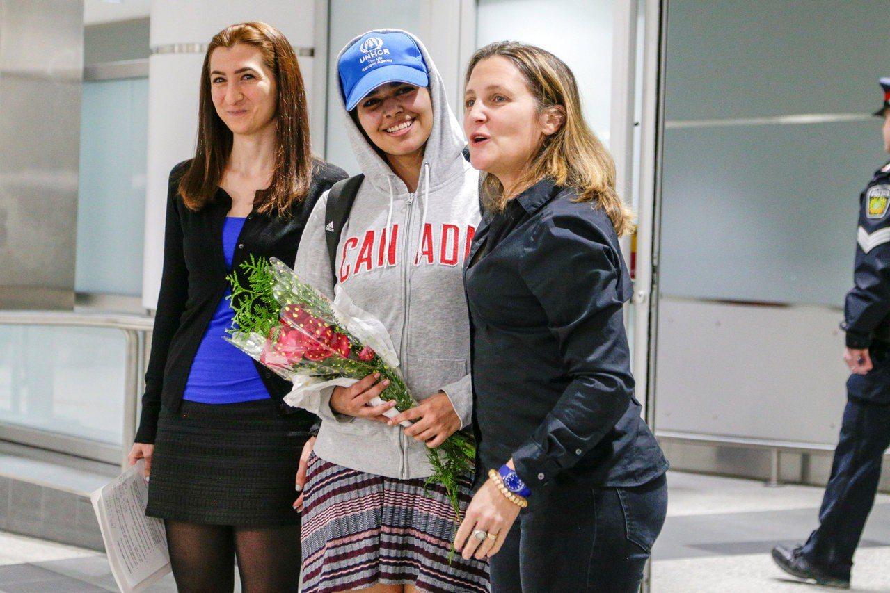 獲得加拿大庇護的18歲沙烏地阿拉伯逃家女子艾奎農(Rahaf Mohammed ...