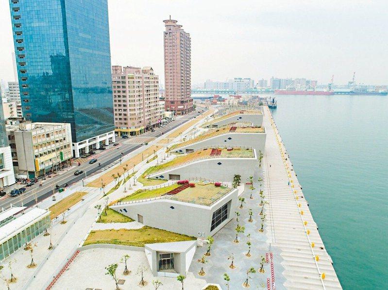 高雄海洋文化及流行音樂中心有6座小鯨魚造型的展演空間。圖/高雄市文化局提供