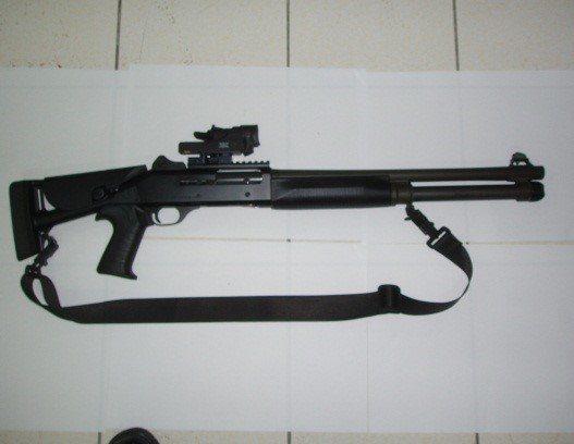 海巡特勤隊可使用鎮暴彈的M4Super90霰彈槍。偵防分署提供