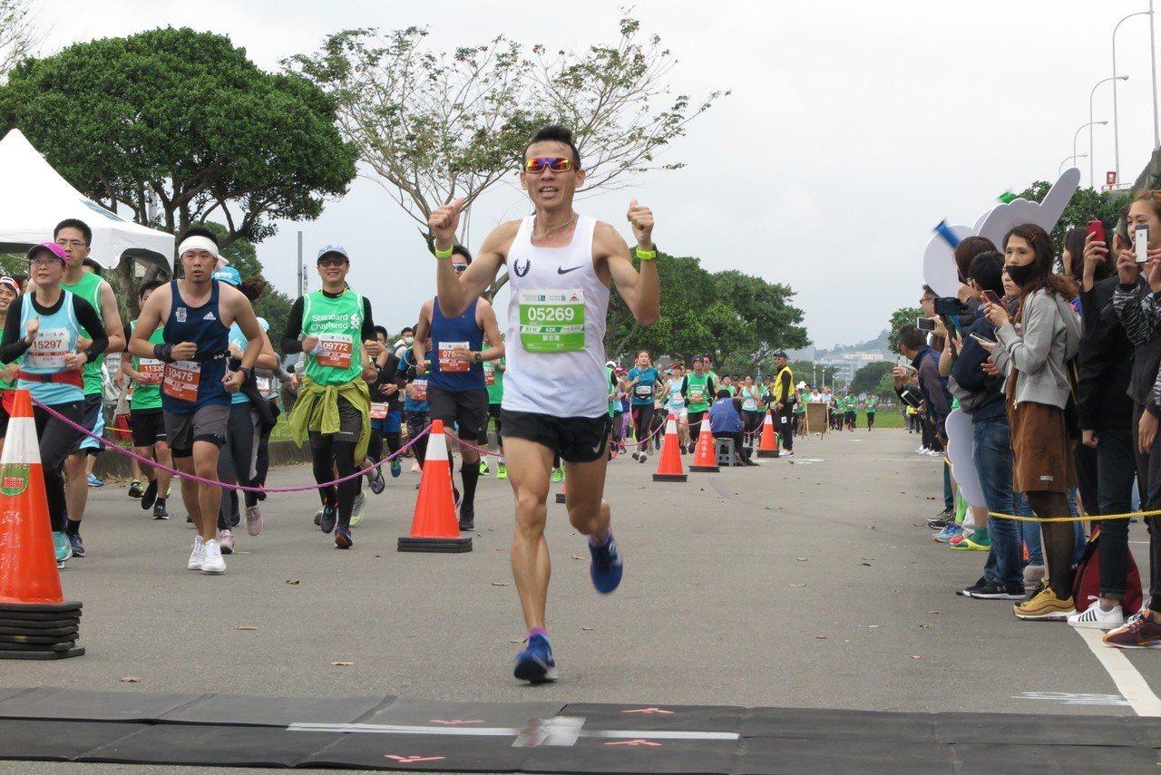 台灣素人長跑好手蘇志濱在全馬男子組拿下國內第一。記者毛琬婷/攝影