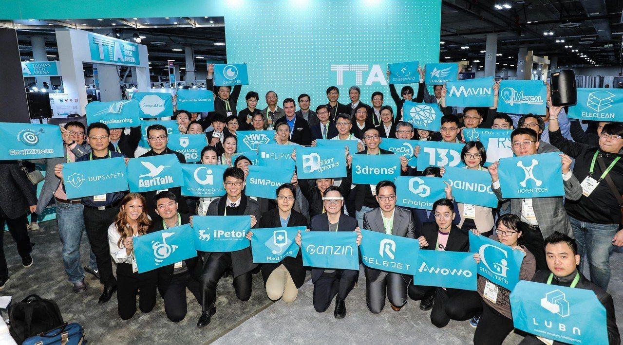 科技部政務次長許有進率領44個科技新創團隊參加美國拉斯維加斯消費性電子展(CES...