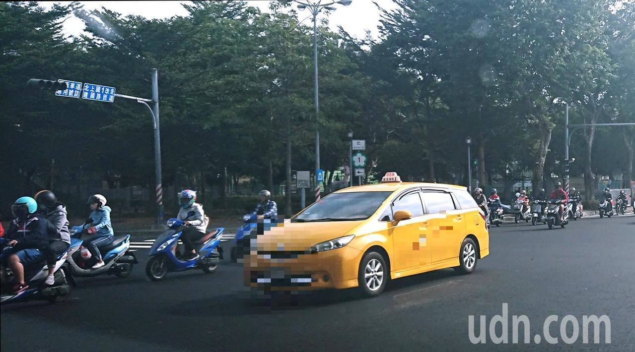 韓國瑜當選後高雄觀光客多了,還有計程車司機想換賓士。記者卜敏正/攝影