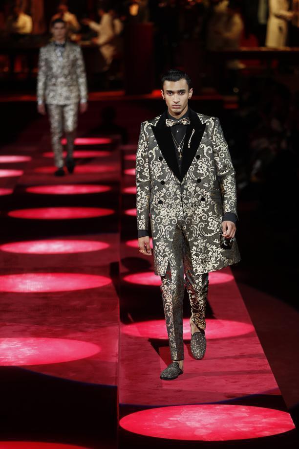 設計師Dolce & Gabbana領著看秀的人,將時間拉回了男裝發展的黃金年代...