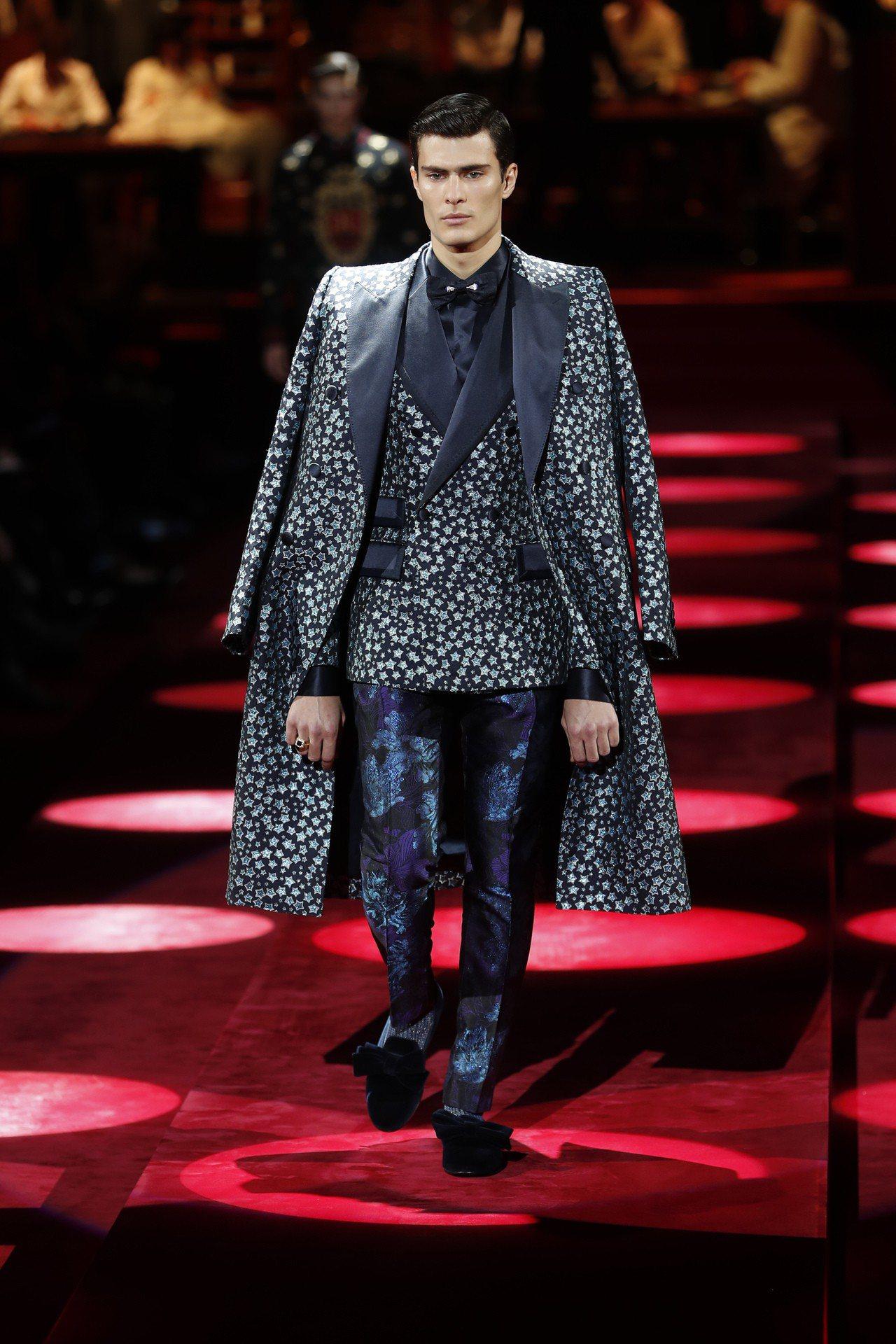 Dolce & Gabbana的2019秋冬系列男裝,有著精緻剪裁的西裝外套和大...