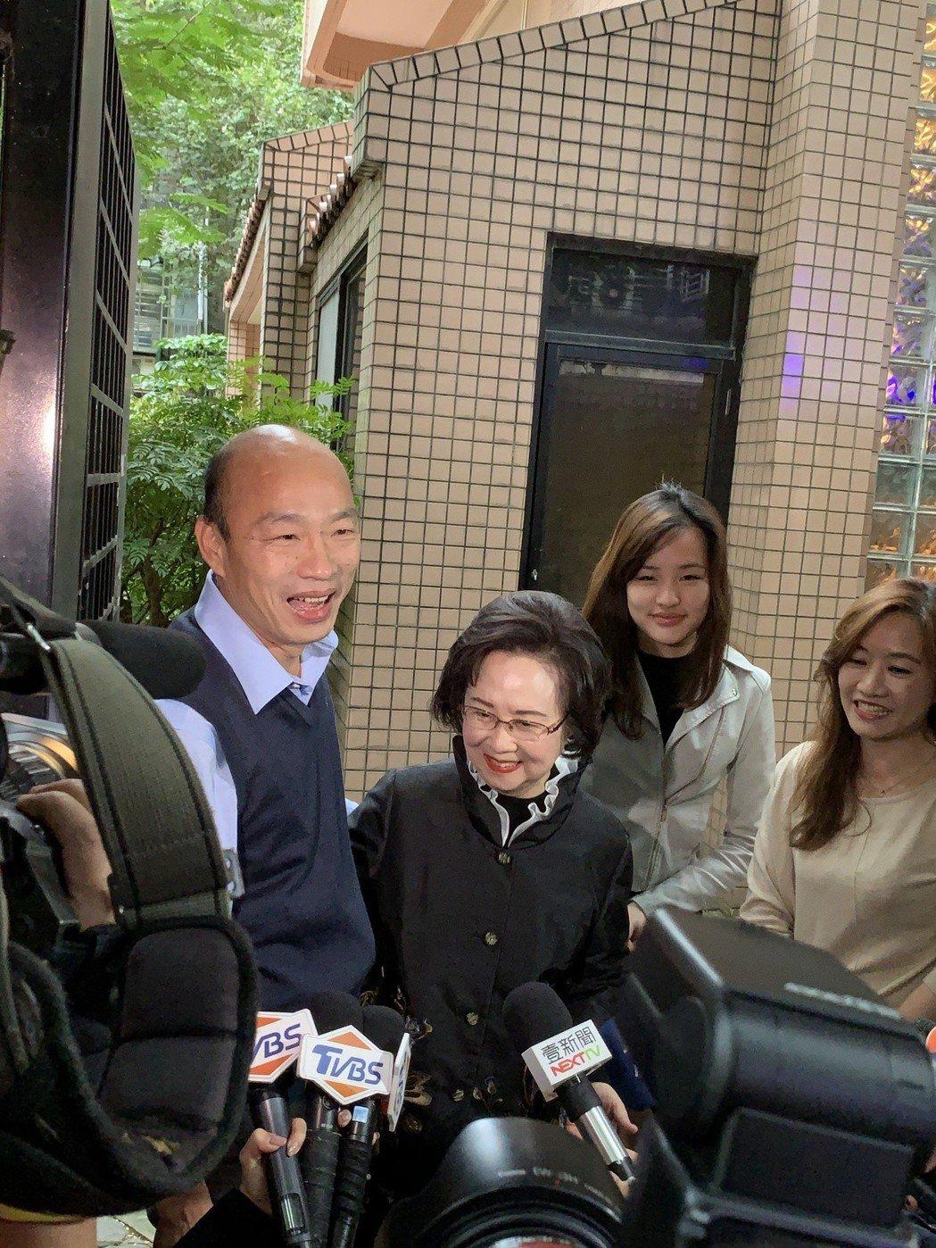 韓國瑜見瓊瑤。記者楊起鳳/攝影