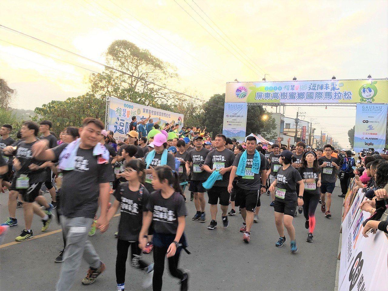 屏東縣高樹鄉今天舉行國際馬拉松賽,吸引上萬人參加。圖/高樹鄉公所提供