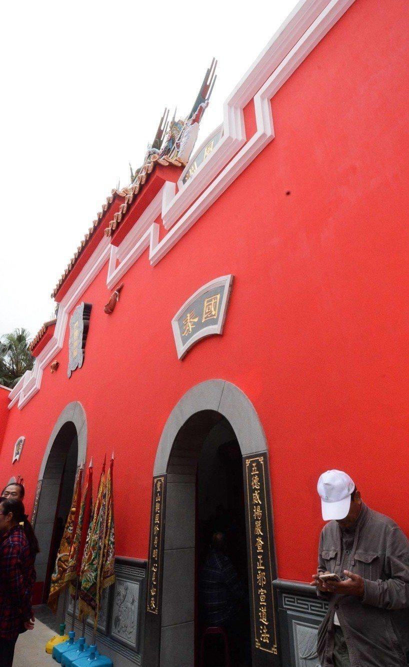 桃園八德龍山寺重現馬祖廟宇「封火山牆」的建築特色。圖/桃園市府提供