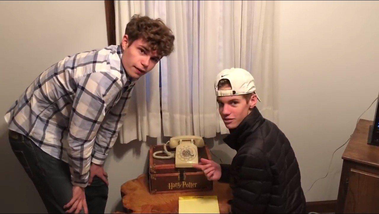 美國伊利諾州男子凱文‧巴姆斯特德,挑戰自家17歲青少年,在4分鐘內成功用舊式轉盤...