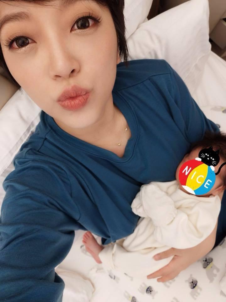 貝童彤去年底升格新手媽媽。圖/摘自臉書