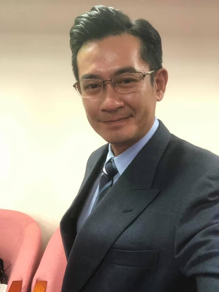 柯叔元菸齡近30年,近日宣告戒菸成功。圖/摘自臉書
