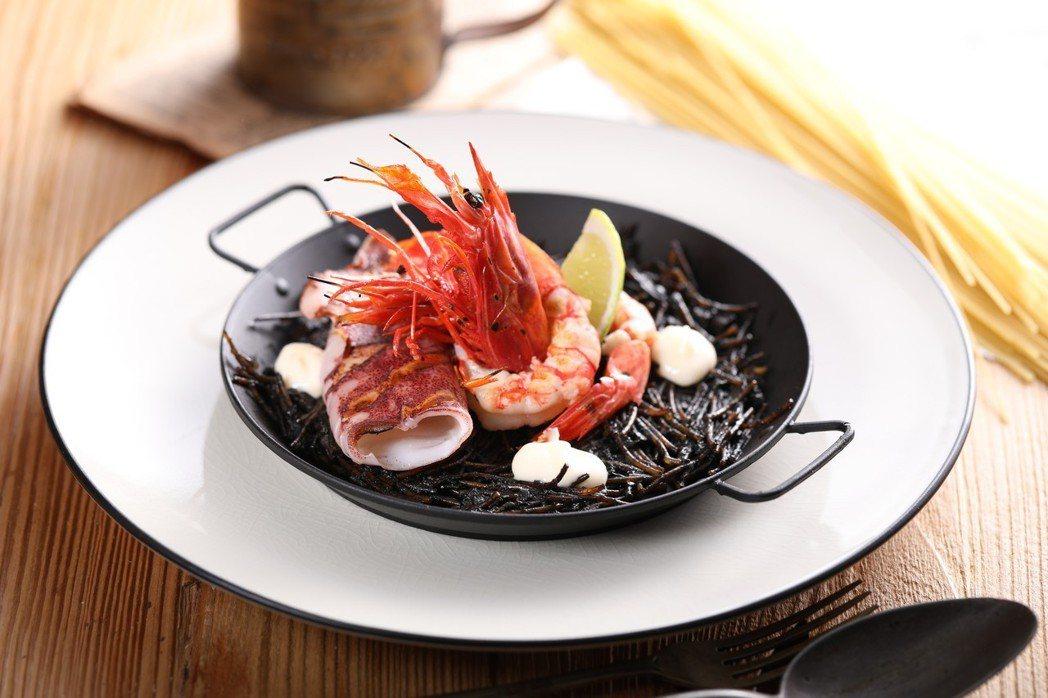 基隆胭脂蝦墨魚海鮮燉麵,源於西班牙北方、近地中海的漁夫料理,採用當地基隆胭脂蝦,...