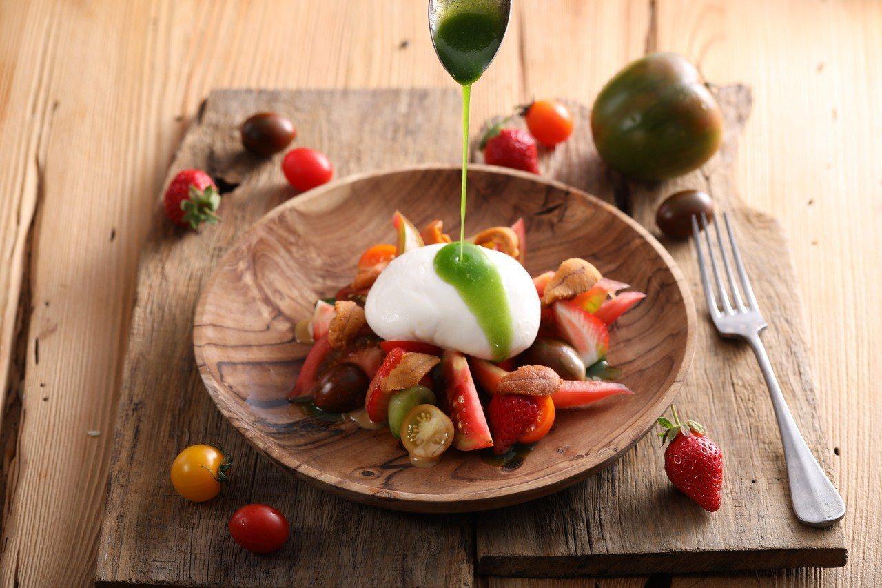 冬季番茄草莓海膽布拉塔起司沙拉,當季台灣草莓搭配新鮮海膽,與彩色番茄和濃郁的義大...