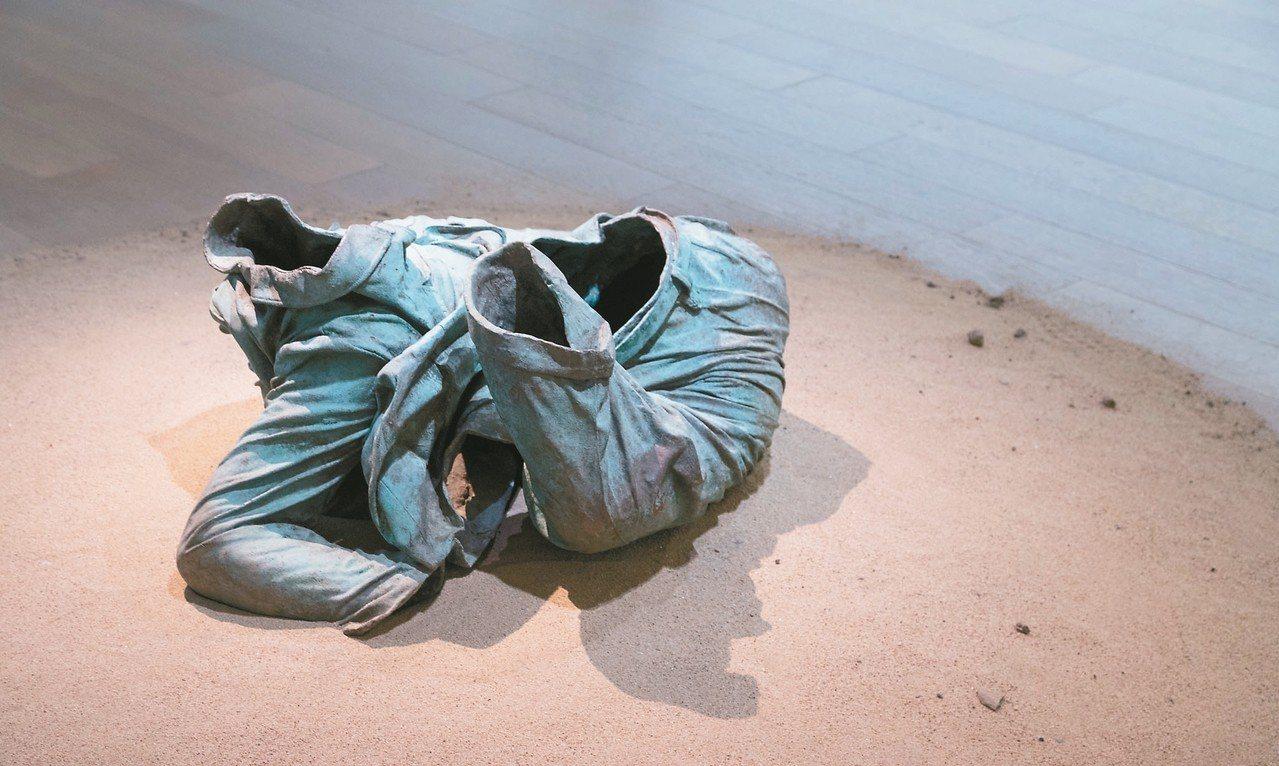 「中山裝軀殼」是展望的創作起點。 記者陳立凱/攝影